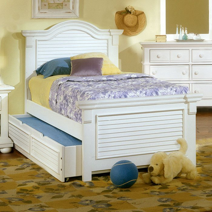 Cottage Traditions Youth Panel Bed in Eggshell White
