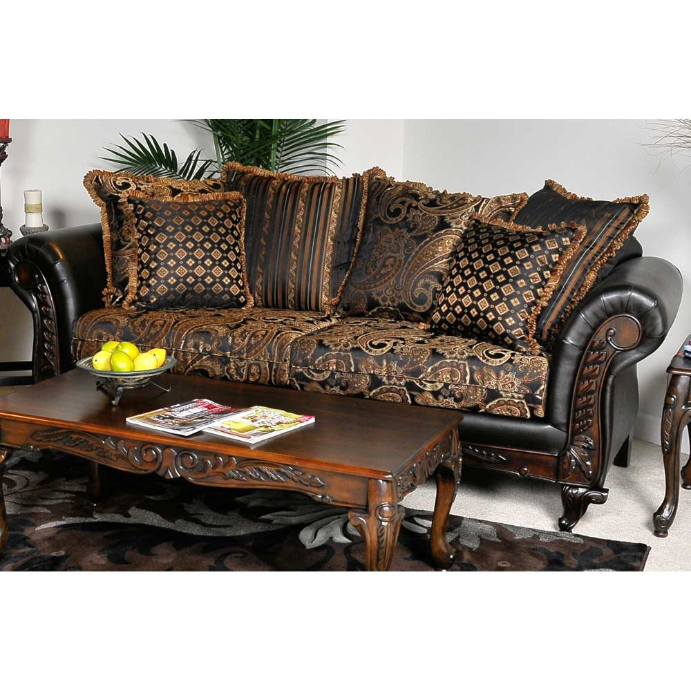 Elegant Traditional Living Room Furniture: Elegant Traditional Upholstered Sofa