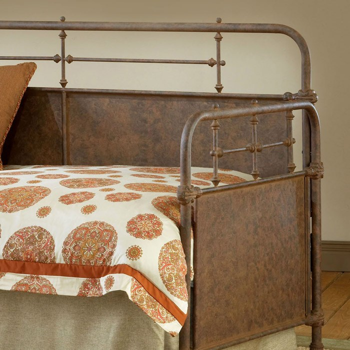 Kensington Metal Daybed in Old Rust - HILL-1502DBLH