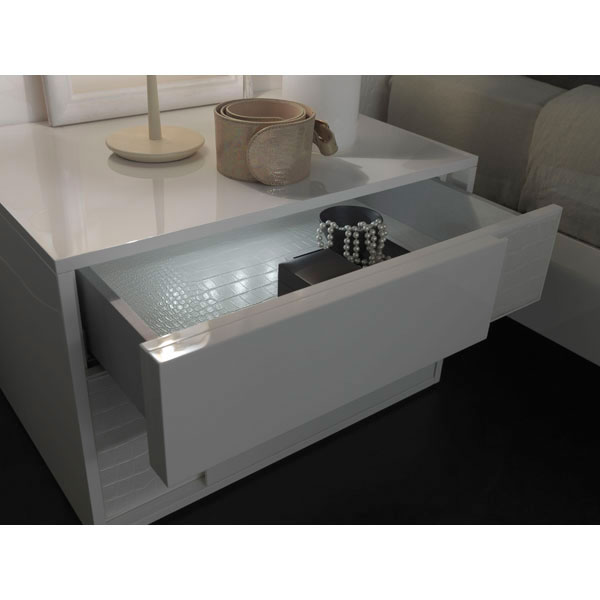 Nightfly White Bed With Nightstands - ROS-T4126003XX068-3S