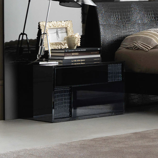 Nightfly Black Bed With Nightstands - ROS-T4126003XX028-3S